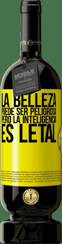 29,95 € Envío gratis | Vino Tinto Edición Premium MBS® Reserva La belleza puede ser peligrosa, pero la inteligencia es letal Etiqueta Amarilla. Etiqueta personalizable Reserva 12 Meses Cosecha 2013 Tempranillo