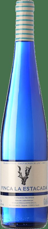 5,95 € Envío gratis | Vino blanco Finca La Estacada Chardonnay-Sauvignon Blanc D.O. Uclés Castilla la Mancha España Chardonnay, Sauvignon Blanca Botella 75 cl